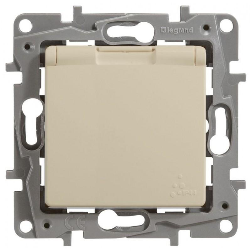 Механизм розетки (2К+З) 16А с крышкой и шторками IP44 авт. клем сл кость Legrand Etika 672332